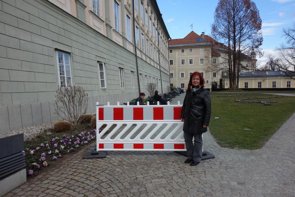 Schmid-Tarmann: Plastikplanken verschandeln monatelang öffentliche Parks