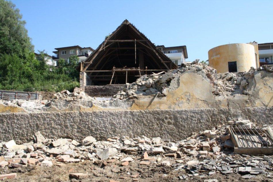 Entsetzen über den Abriss des Emmersdorfer Schloss-Stadels
